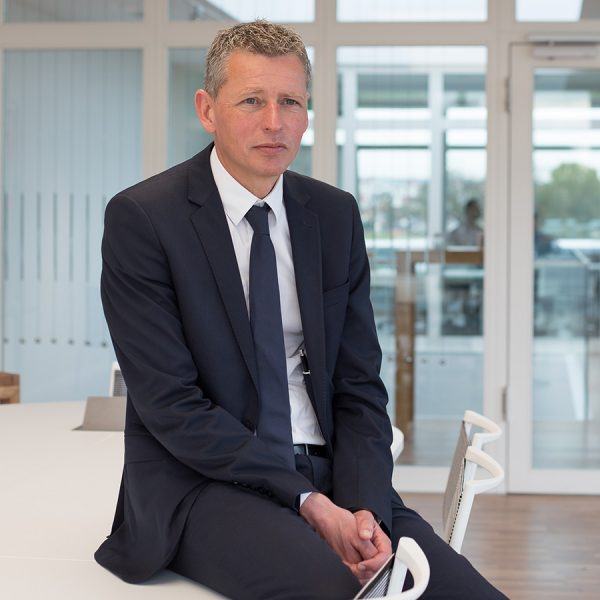 german-property - the picture shows Christopher Philipp, who is the CEO of the company german-property, sitting on a table in the office
